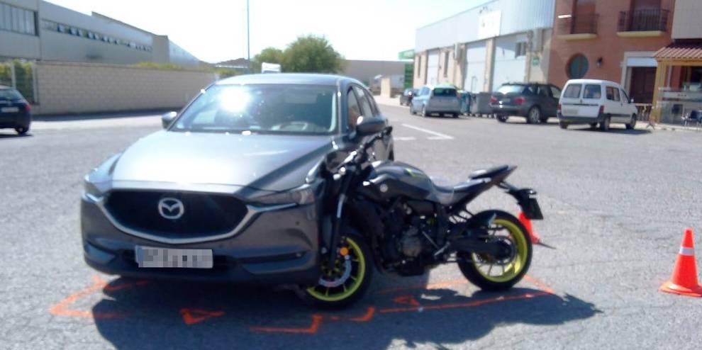 Herido grave tras embestir con su motocicleta a un turismo en Azagra
