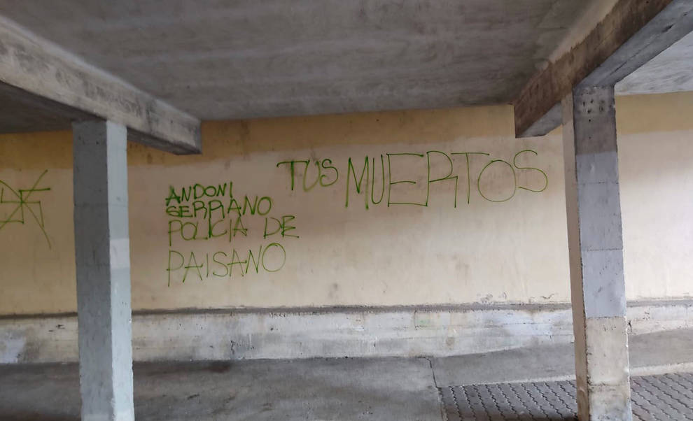 El Ayuntamiento condena las pintadas contra el edil Andoni Serrano.