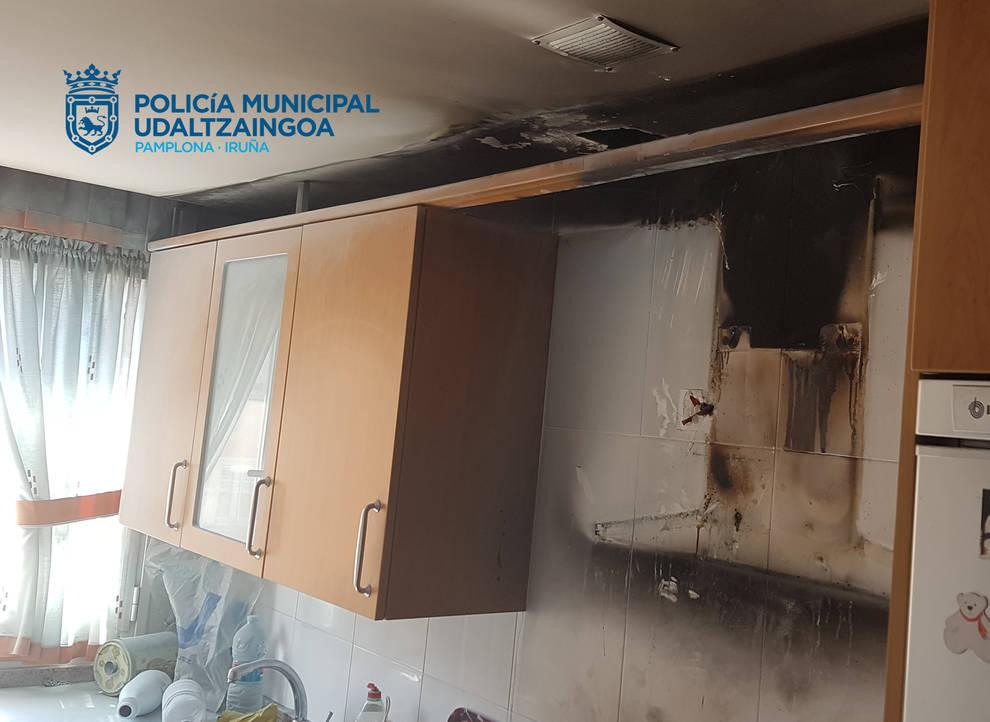 Evacuados los dueños de un piso en San Jorge por el incendio de una campana