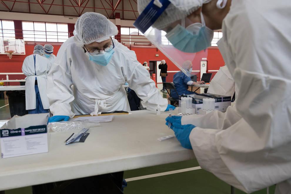 El número de nuevos contagios en Navarra se mantiene, por segundo día, en torno a los 140