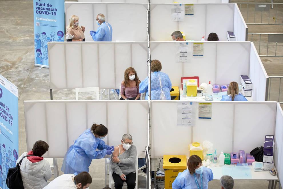 Hasta 140 enfermeros de mutuas podrían sumarse a la vacunación en Navarra