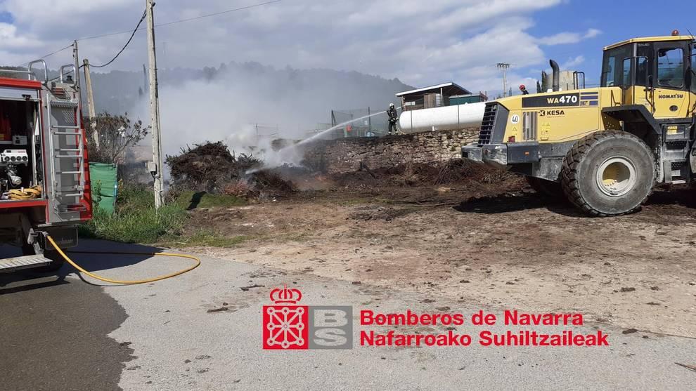 Un incendio afecta a la zona de vertidos para compost en Mañeru