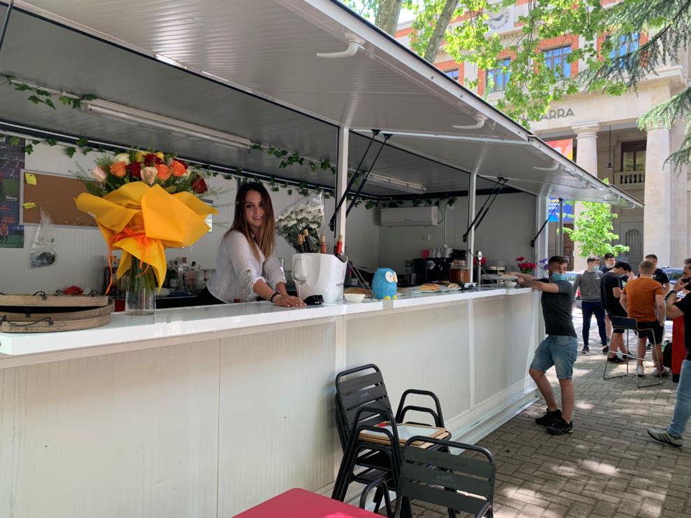 El bar Ciaurriz y La Servicial estrenan sus terrazas en la plaza de la Cruz