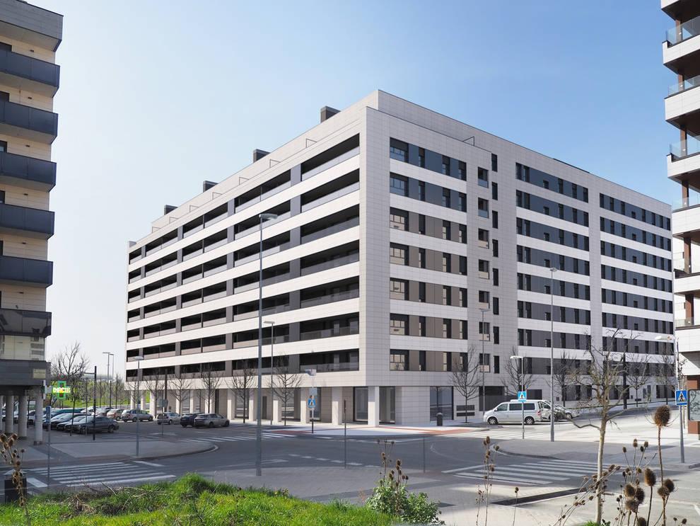 El edificio Arista Lezkairu cuenta con 108 viviendas.