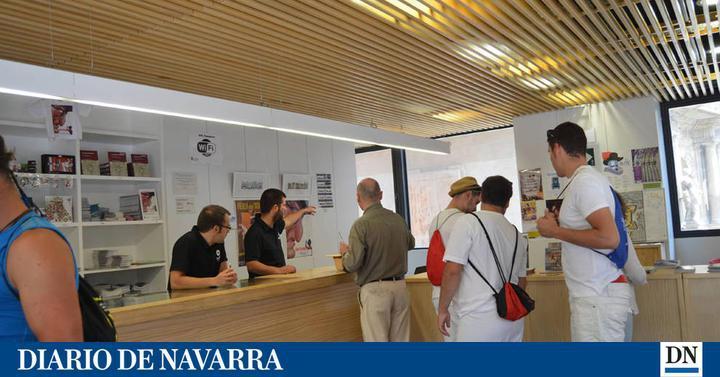 San ferm n la oficina de turismo atendi los pasados for Oficina turismo tudela