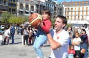 La plantilla del Basket Navarra, en el corazón de Pamplona