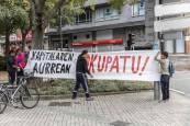 Un grupo de jóvenes 'okupa' un edificio del Paseo de Sarasate