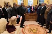 La curiosa postura de la asesora de Trump