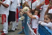 Imágenes de la ofrenda infantil a San Fermín
