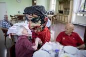 Comida de los mayores en las fiestas de Elizondo