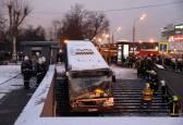 Un autobús pierde el control y acaba en una boca de metro de Moscú