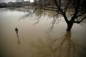 Alerta en la región francesa de París por la crecida del caudal del río Sena.