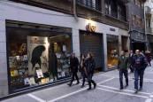 Tiendas y calles de Pamplona el día de la huelga feminista