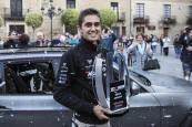 Recepción en Falces al piloto Mikel Azcona