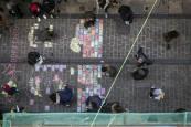 Alumnos de la UNAV dan vida a los balcones de la calle de Descalzos de Pamplona