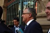 Fotos de la salida de los concejales tras el pleno de constitución del Ayuntamiento de Pamplona