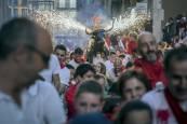 La magia del toro de fuego en San Fermín