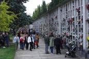 Los navarros visitan a sus allegados en los cementerios