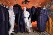 Fotos de la elaboración de batas sanitarias en la Ribera