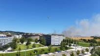 Fotos de un incendio de rastrojera en Sarriguren