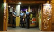 Fotos: La Policía Municipal vigila el ocio nocturno en Pamplona
