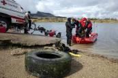 Fotos de la batida en la balsa de la Morea para extraer residuos del fondo