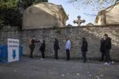 Fotos del Día de Todos los Santos en el cementerio de Pamplona