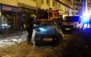 Fotos del incendio de un coche en una calle de Tudela
