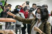 Los candidatos a la presidencia de la Asamblea de Madrid depositan sus votos
