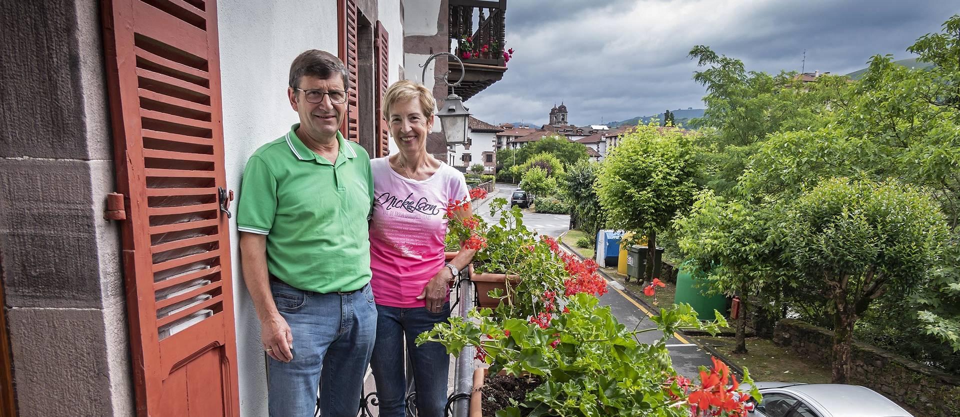 Foto de Agustín y Pili, de la casa Etxetxipia, en Elizondo.