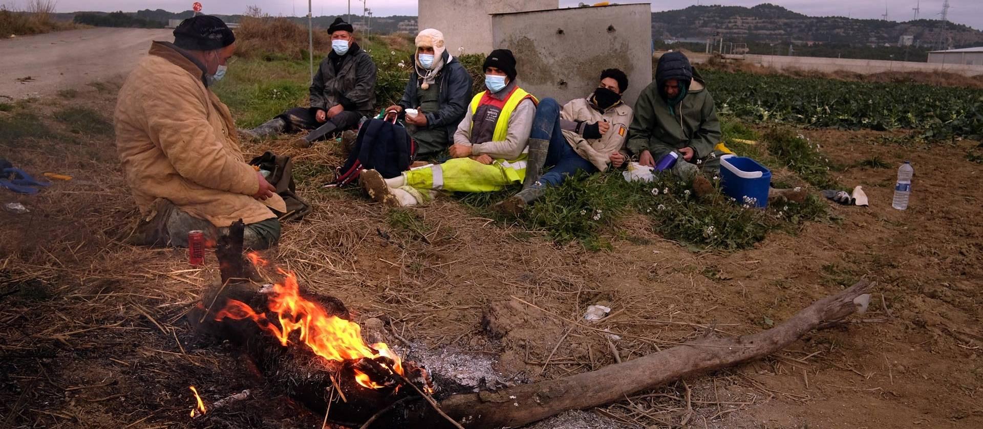 ¿Cómo está impactando la pandemia después de once meses? Durante un recorrido de norte a sur de Navarra, un ganadero, un taxista, dos hosteleros, un vendedor ambulante, un gasolinero y un temporero tratan de responder