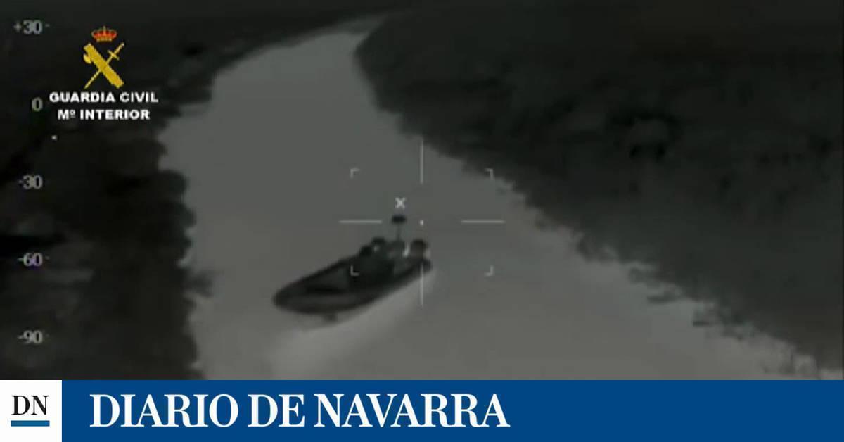 Persecución a unos narcos que acaba con sus embarcaciones a las puertas de un colegio