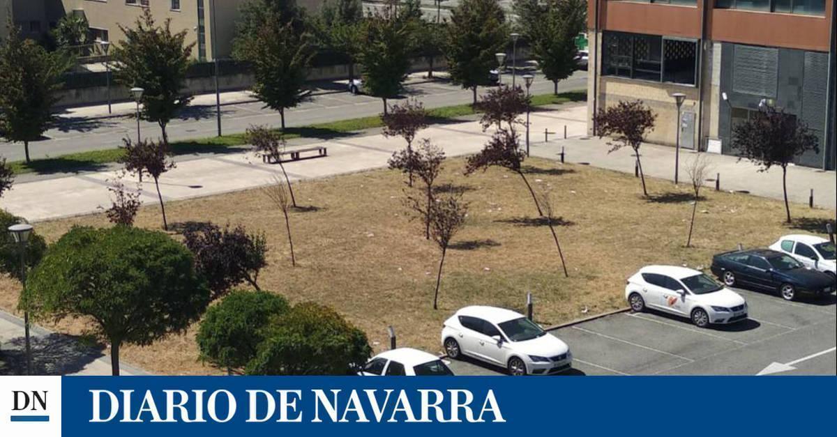 """Vecinos critican """"dejación"""" en la avda Zaragoza, 40"""